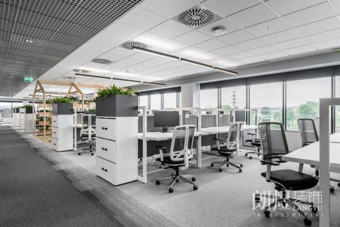 大型混搭风办公室装修实景图