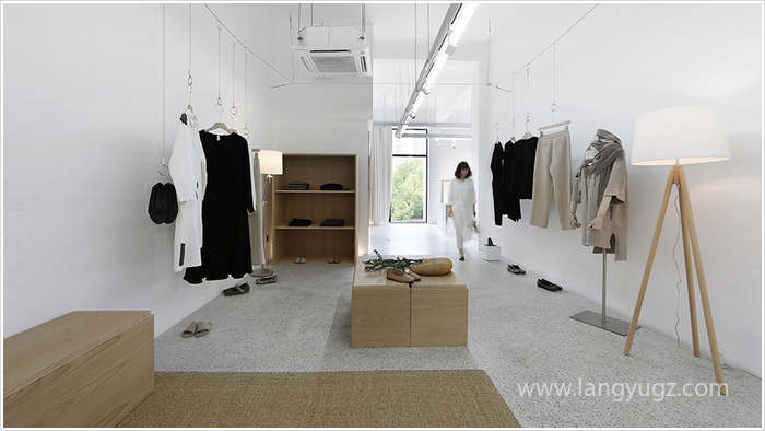 小型服装店装修要便宜还要好看?试试这